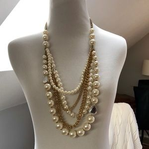Jewelry - Gold & Pearl necklace